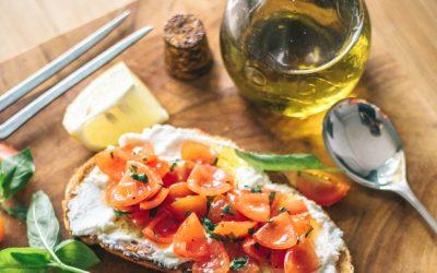 bruschetta z mozzarella i salsa pomidorowa